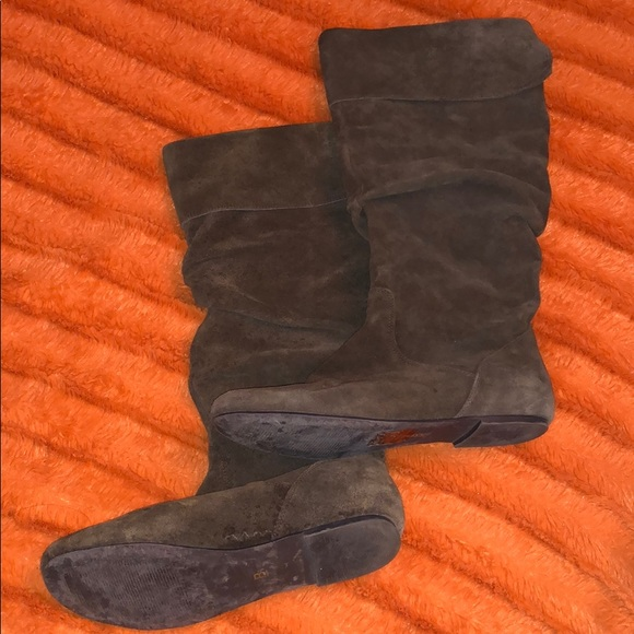 Bakers Shoes - Brown suede boots 👢